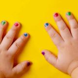 子どもにマニキュアを塗る安全性と影響や害のないおすすめキッズネイル4選